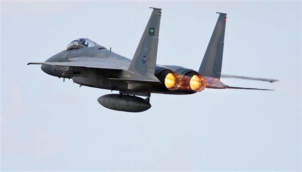مصرع وإصابة عدد من عناصر المليشيا بغارات لطيران التحالف في تعز
