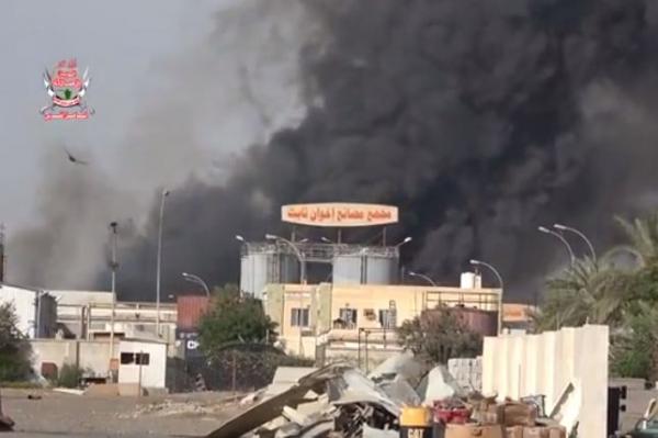الحديدة: استشهاد شخص واصابة اخرين في قصف حوثي لمجمع اخوان ثابت الصناعي