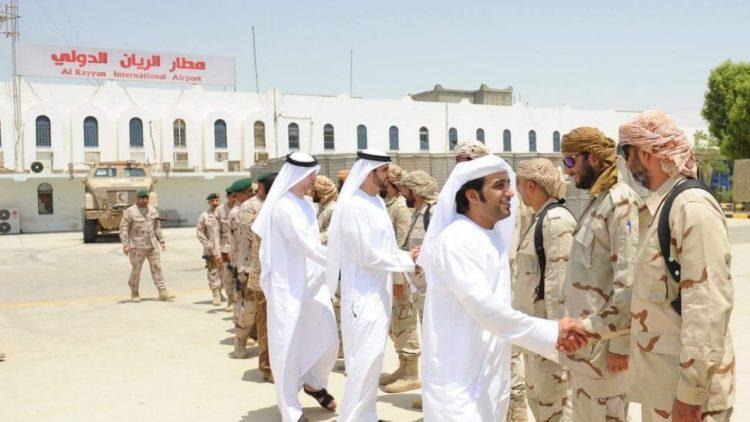 العشرات يتظاهرون للمطالبة بفتح مطار الريان الدولي الخاضع لسيطرة الإمارات