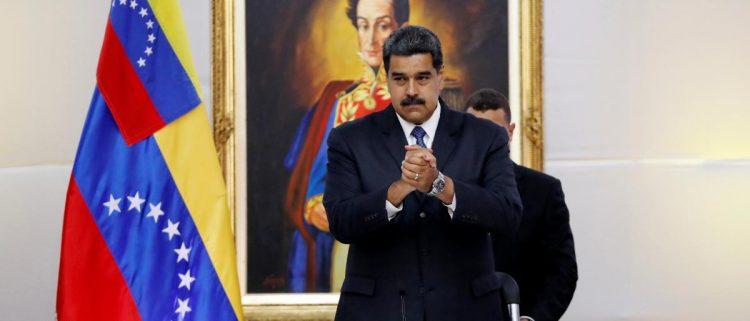 """بدعم أمريكي.. المعارضة تستولي على الحكم في """"فنزويلا"""" و """"خوان غوايدو"""" ينصب نفسه رئيساً للبلاد"""