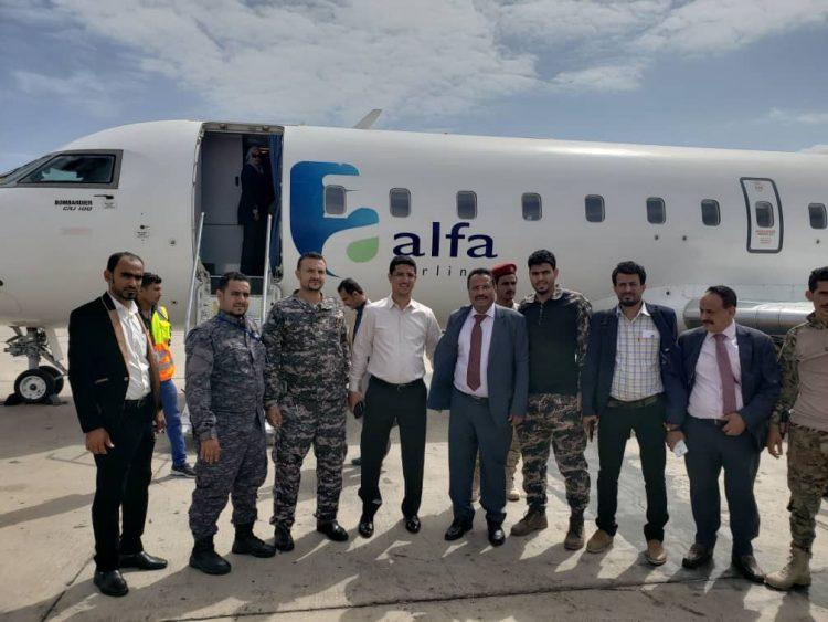وزير النقل يدشن أول رحلة من مطار عدن إلى مدينة الغيضة