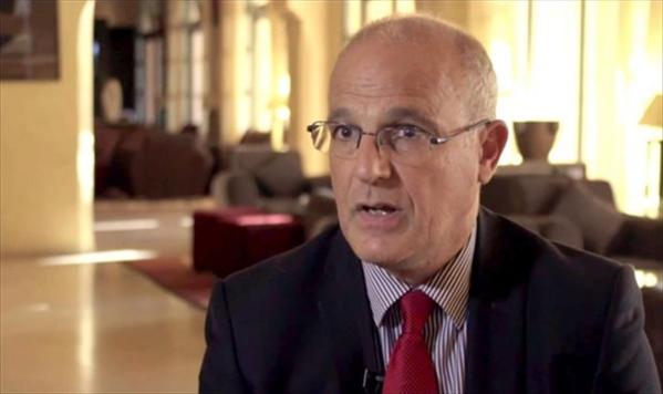 السفير البريطاني يؤكد دعم بلاده لوحدة اليمن ورفض توجهات الإنفصال