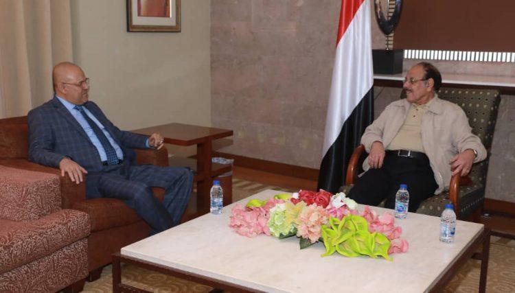 خلال لقائه محافظ تعز.. نائب الرئيس ويؤكد على أهمية تظافر الجهود لتحرير المحافظة