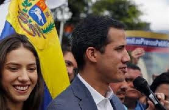 """فنزويلا: قوات الامن تقتحم منزل زعيم المعارضة """"خوان غوايدو"""""""