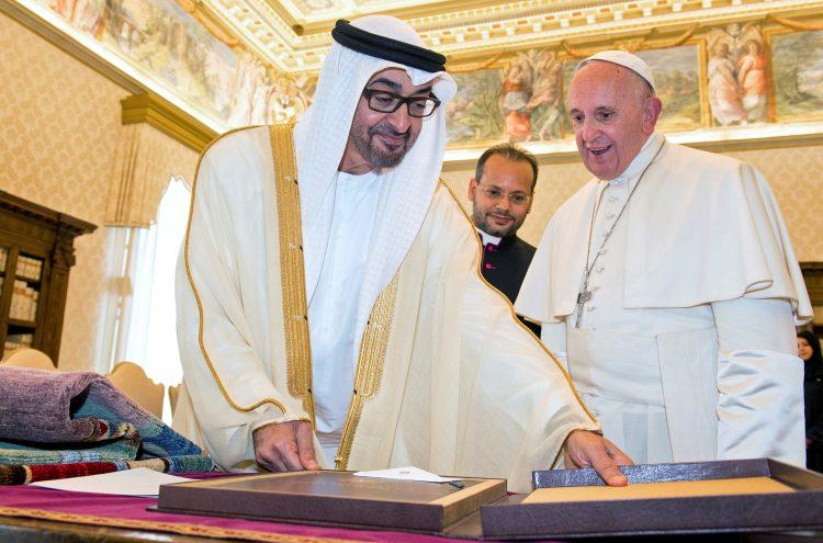 «رايتس ووتش» تطالب البابا بالضغط على الإمارات لـ«وقف انتهاكاتها» باليمن