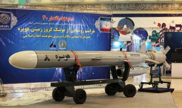 """يصل مداه إلى 1300 كيلومتر.. إيران تكشف عن صاروخ """"كروز"""" طويل المدى"""