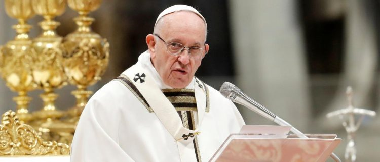 """واجه انتقادات شديدة.. صحيفة: البابا ورّط نفسه بزيارة الإمارات رغم """"وحشيتها"""""""