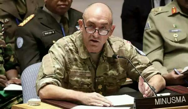لهذا السبب تأخر وصول الجنرال الدنماركي مايكل لوليسغارد الى اليمن!