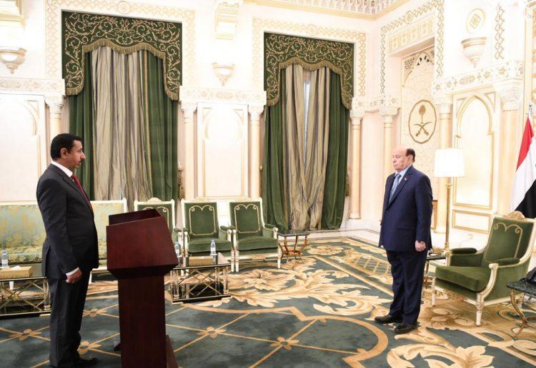 محافظ شبوة محمد صالح بن عديو يؤدي اليمين الدستورية امام الرئيس هادي