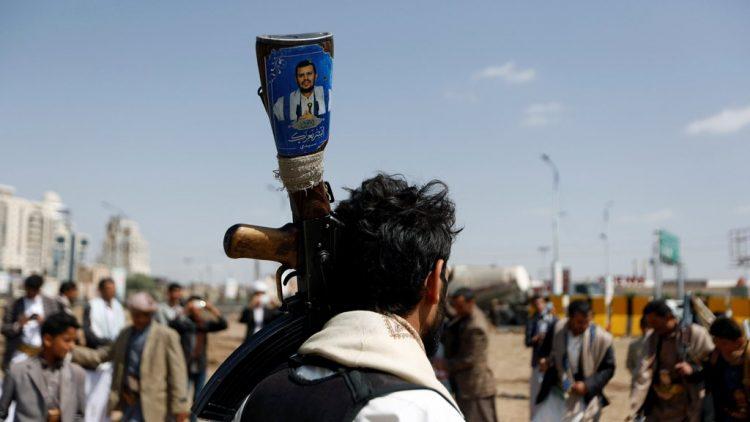 مسؤول حوثي يلمح إلى فشل اتفاق الأسرى ويكشف عن مفاوضات سرية مع الإمارات