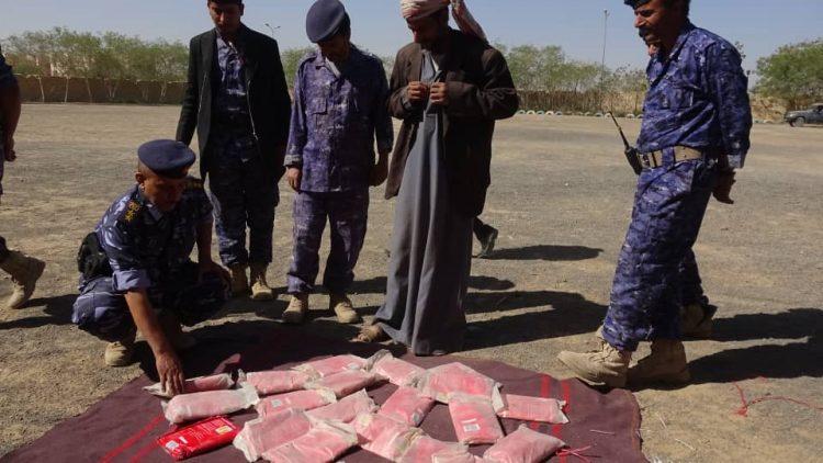 كانت في طريقها إلى الحوثيين.. أجهزة الأمن في مأرب تضبط 23 كيلو جرام من الحشيش المخدر