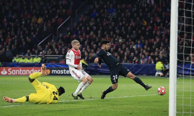 ريال مدريد يضع قدماً في ربع نهائي دوري ابطال اوروبا بعد فوزه في الذهاب على اياكس