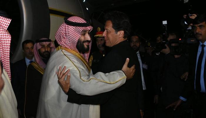 """عاجل.. الأمير محمد بن سلمان يصل اسلام اباد.. وطائرات مقاتلة رافقت طائرته في الاجواء الباكستانية """"فيديو"""""""