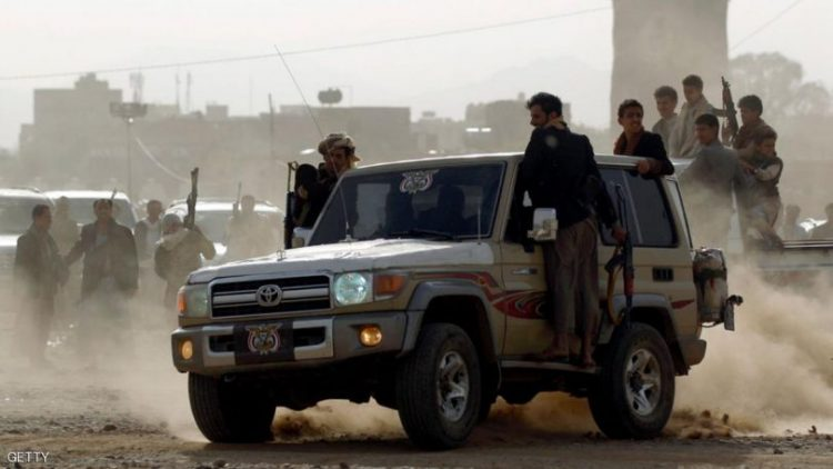بعد مداهمة القرية.. مليشيا الحوثي تختطف شيخ قبلي وأربعة مواطنين في ذمار