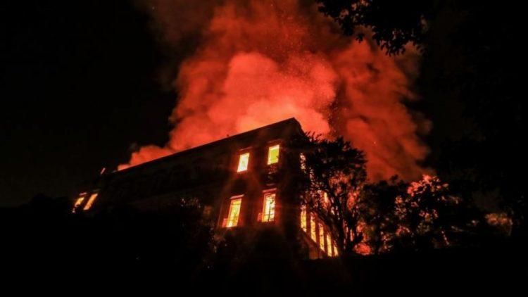 امن خور مكسر يوضح اسباب نشوب حريق في منزل وزير يمني!