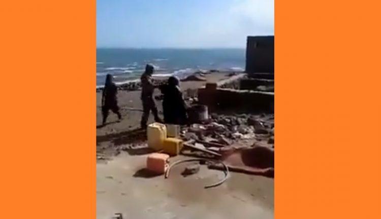 """شاهد """"بالفيديو"""".. فضحية جديدة لجنود الحزام الأمني وهم يضربون النساء وينتهكون حرمات البيوت في عدن"""