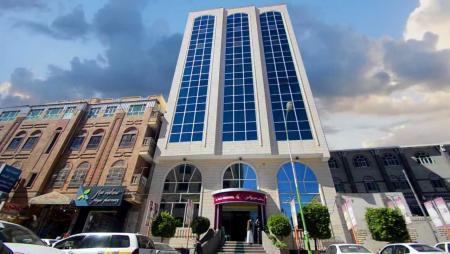 بعد اتهام مالكه بانتمائه الحزبي.. مليشيا الحوثي تصادر مستشفى في صنعاء وتضمه إلى أملاكها الخاصة