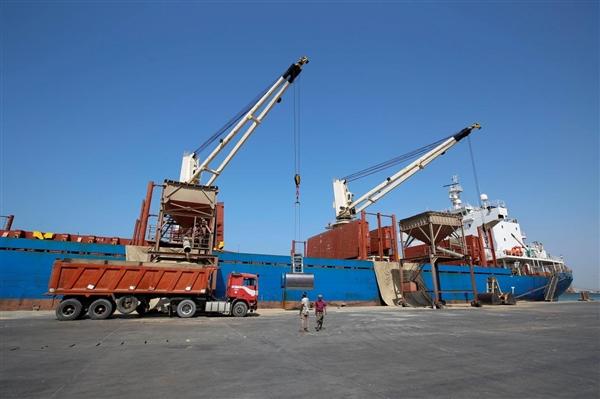 """التحالف العربي يؤكد إصدار 21 تصريحا لسفن متوجهة لمينائي """"الحديدة والصليف"""""""