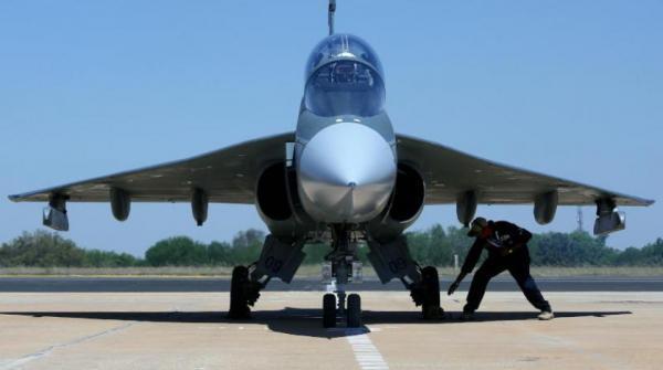 بداية الصراع.. باكستان تسقط طائرتين هنديتين في قصفها على إقليم كشمير