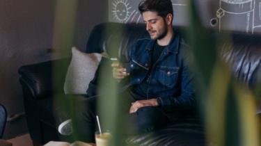 باحثون يحذرون من انتعاش تجارة المخدرات عبر مواقع التواصل الإجتماعي