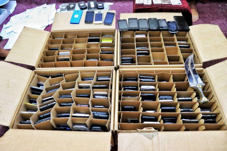 بعد ساعات من بلاغ بالسرقة.. المهرة: أجهزة الأمن تستعيد 500 هاتف محمول
