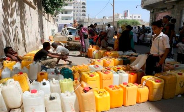 بعد جفاف آبار عدة.. أزمة مياه حادة تعيشها مدينة تعز والمليشيات تمنع تشغيل 40 بئرا