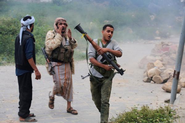 مصرع 7 حوثيين وإصابة آخرون بقصف لمدفعية الجيش على مواقعهم غرب تعز
