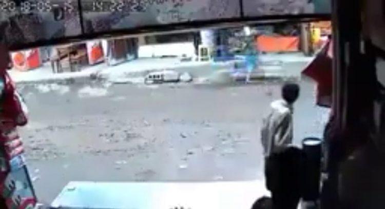 مسلح تابع للمليشيا في صنعاء يقتل جيرانه ويتجول في مسرح الجريمة بحرية