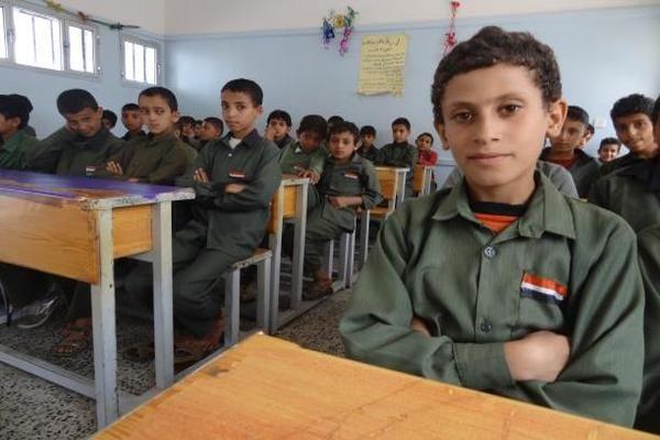 مليشيات الحوثي تطلب من طلاب مدارس صنعاء كتابة رسائل لمقاتليهم