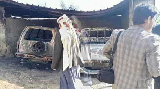 بتواطئ من المليشيا.. مسلحون قبليون يقتحمون قرية في إب ويختطفون السكان ويحرقون المنازل