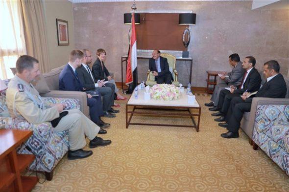 تفاصيل اللقاء بين الفريق علي محسن الاحمر والسفيرة الالمانية لدى اليمن