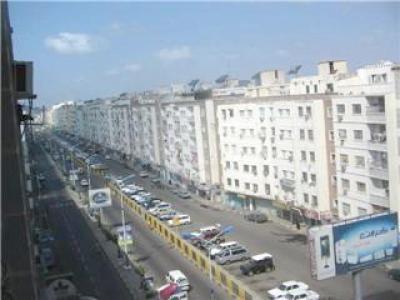 لدعم قوات خفر السواحل اليمنية.. وفد أمريكي عسكري يصل مدينة عدن