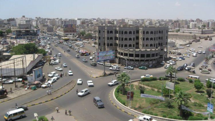 عدن.. شكاوي من أهالي حي عبدالعزيز بالشيخ عثمان ضد قيادي في الحزام الأمني
