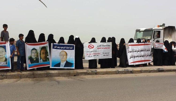 """لم تسلم أمهات المعتقلين من الاذلال.. سجون الامارات السرية في اليمن """"جرائم لا تنتهي"""""""