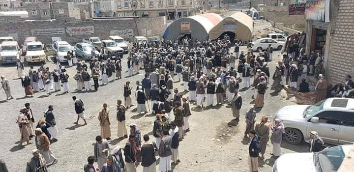 """بعد مقتل شيخ قبلي على يد الحوثيين.. انتشار كثيف لمسلحي عدة قبائل يمنية في شوارع صنعاء """"تفاصيل وصور"""""""