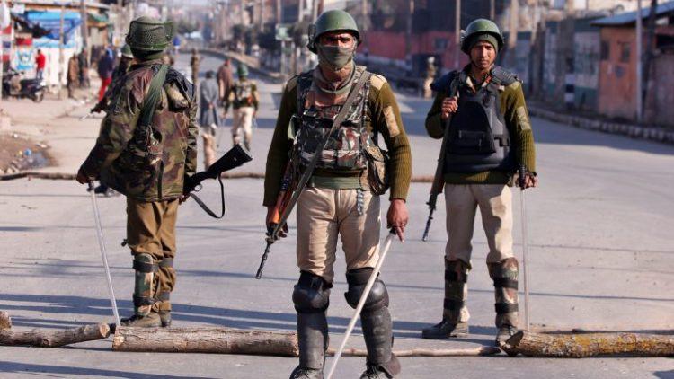 اقتحموا مستشفى في ولاية جامو وكشمير.. مسلحون بولاية كشمير الهندية يقتلون زعيمًا هندوسيًا