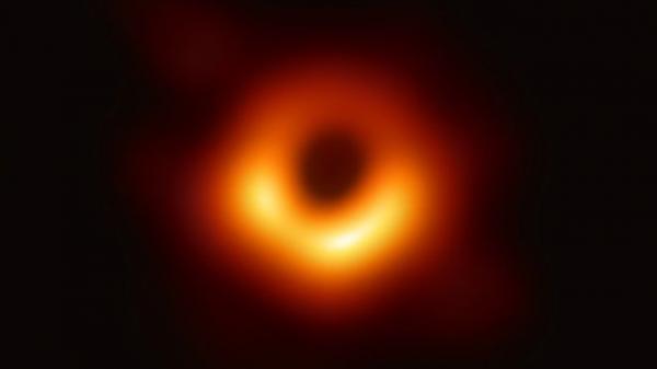 """يبعد تقريبا 27 ألف سنه ضوئية عن الأرض.. أول صورة لثقب أسود شبهه العلماء بـ """"الوحش"""""""