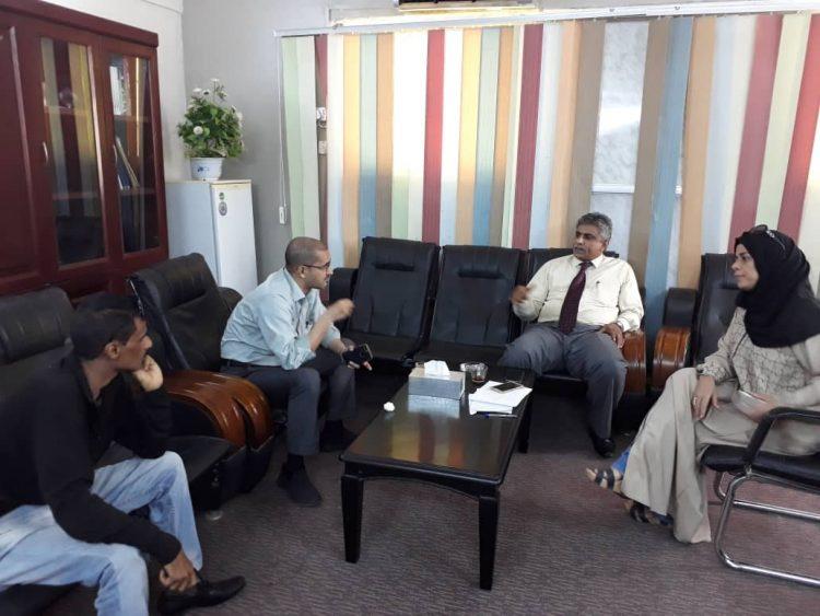 ناقشا إعادة واعمار رصيف السواح.. رئيس مؤسسة موانئ خليج عدن يلتقي بعميد كلية الآداب