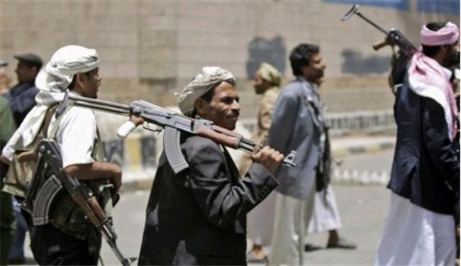 مسلحون حوثيون في ذمار يغتالون أكاديميا ويصيبون طفلته بجروح خطيرة