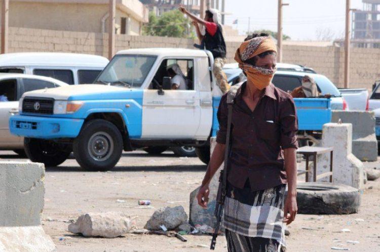 """المستثمر """"الهمامي"""" قوات امن عدن تدعم متنفذين للبسط على الاراضي وندعوا الرئيس هادي للتدخل"""