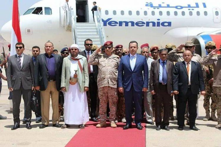 """عاجل.. رئيس الوزراء يصل سيئون برفقة أعضاء الحكومة وعدد من المسئولين """"صور"""""""