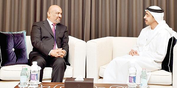 """وزير يمني يكشف حقيقة الخلافات مع الإمارات ويتكلم عن """"خطوة هامة"""" ستوقف عبثها في المناطق المحررة"""