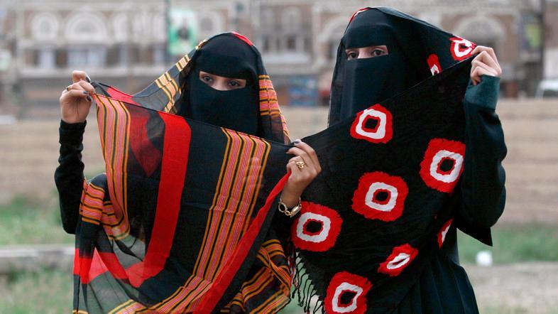 ناشطون يحذرون.. بنات اليمن في خطر