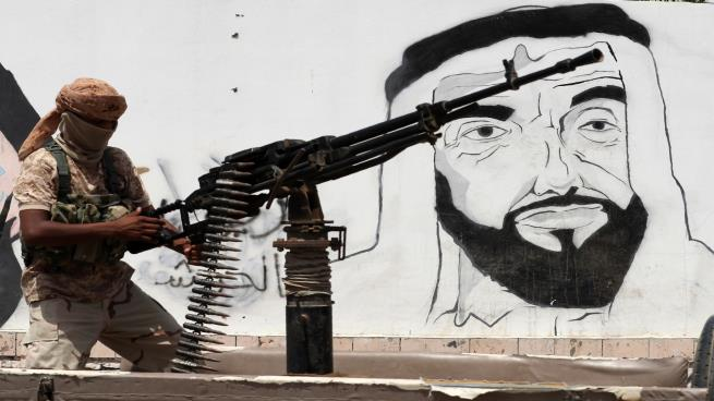 حرب الإمارات في اليمن.. مؤامرات ودسائس وانتهاك للسيادة وسعي لتقسيم البلاد