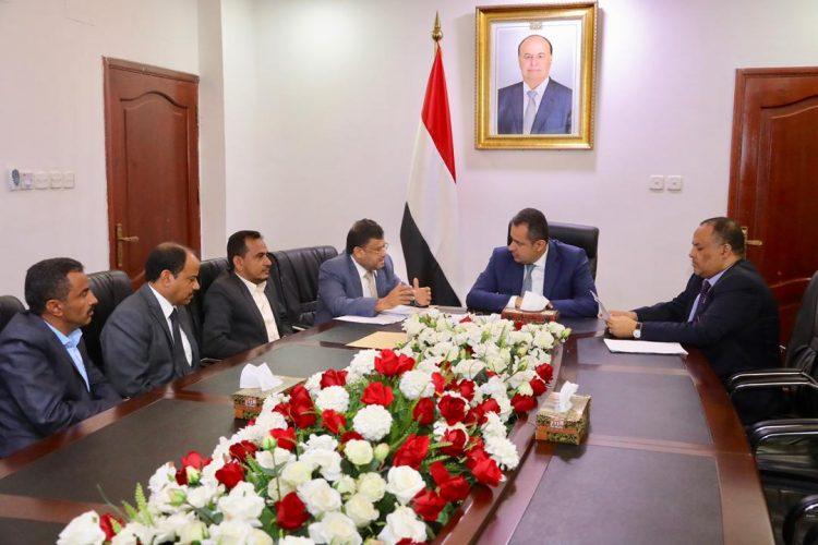 رئيس الوزراء: الالتفاف حول الرئيس هادي والجيش الوطني السبيل الوحيد لاستكمال مسيرة التحرير