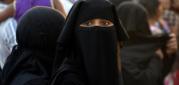 بعد الأحداث الدامية التي واجهتها سريلانكا.. السلطات تحظر ارتداء أغطية الوجه