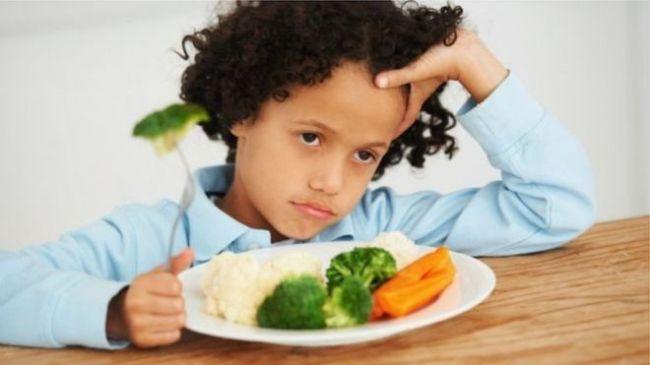 كيف نساعد أطفالنا على تناول الأطعمة الصحية وتجنب السمنة المفرطة؟