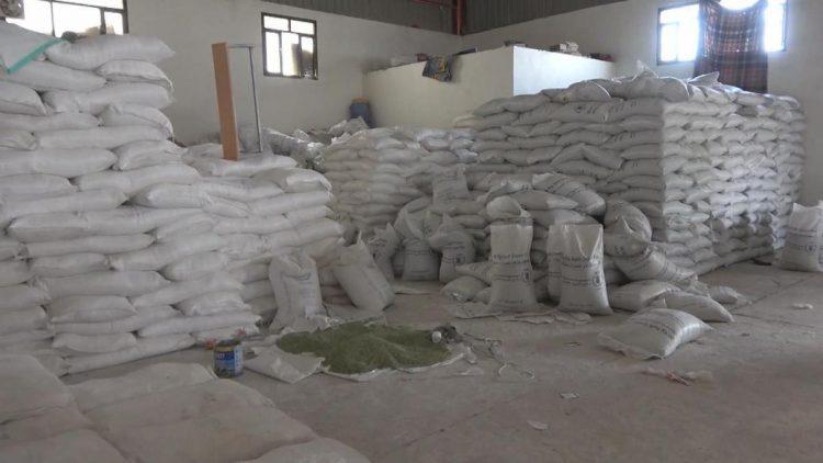 تحقيق: منظمات محلية تتبع مليشيا الحوثي مسؤولة عن إفساد المساعدات الغذائية