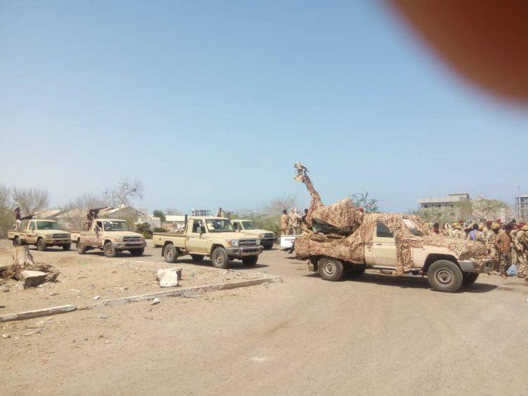 شاهد بالصور.. قوات الحماية الرئاسية المنسحبة من الضالع تصل إلى العاصمة المؤقتة عدن
