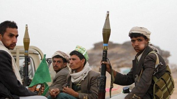 مليشيا الحوثي تشن حملة مداهمة في قرى الحشاء بالضالع وتنهب منازل المواطنين
